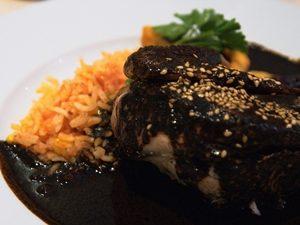 mole negro de pollo de Oaxaca